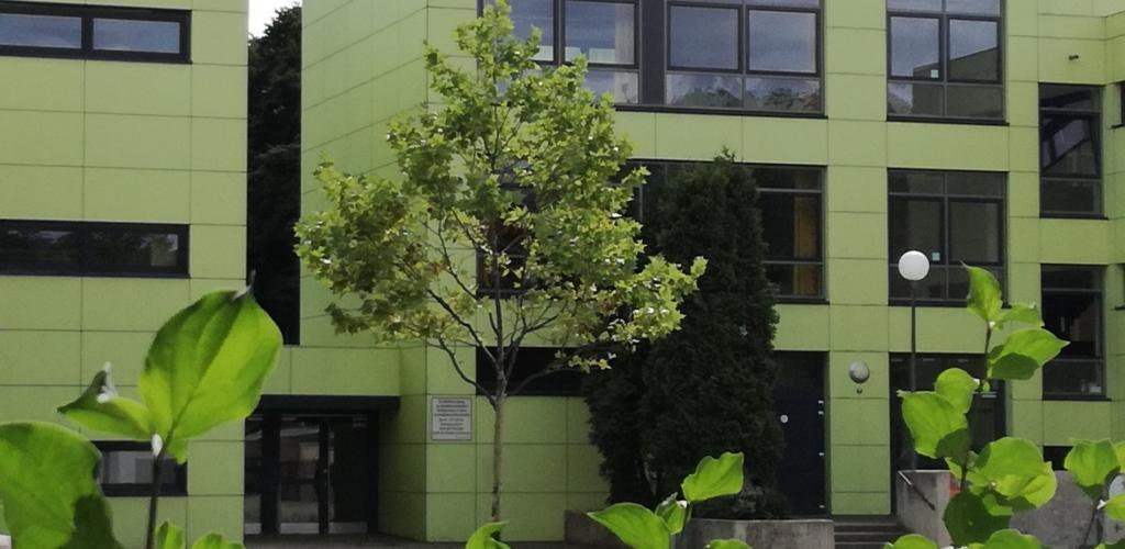 Gebäude - Eingang Schüler