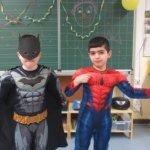 Superhelfen retten die Welt